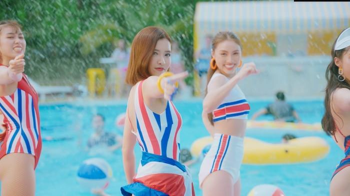 Bích Phương chào hè cùng màn khoe dáng nóng bỏng trong MV mới toanh